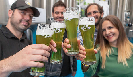 Se lanza una cerveza de color verde, hecha a base de aceitunas